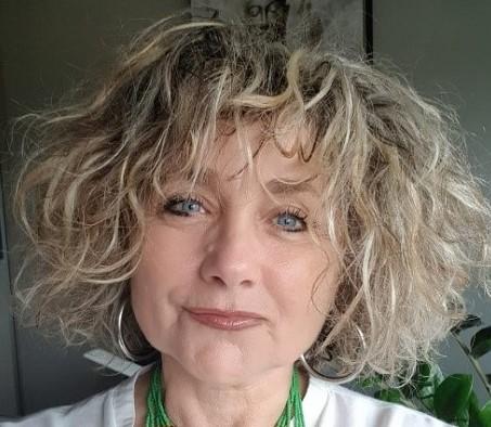 Socio-coiffeuse perruquière
